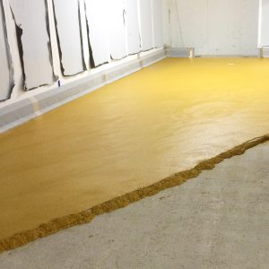 Laying resin flooring